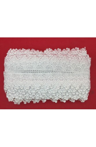 Macramé Lace Red Tip Triangle Is 5 Cm High